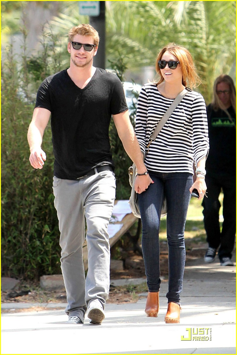miley cyrus liam hemsworth melrose 08