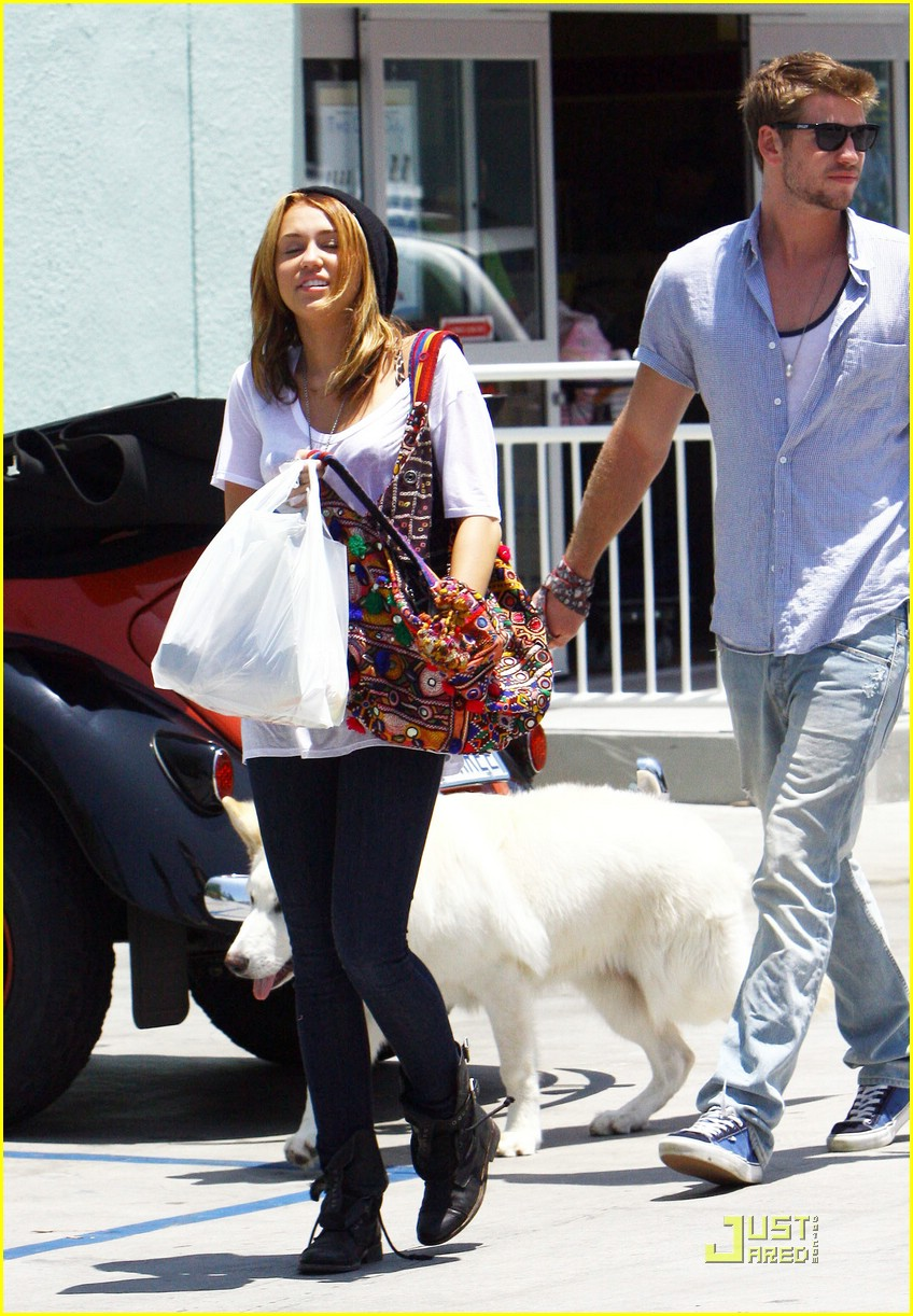 miley cyrus liam hemsworth petco 20