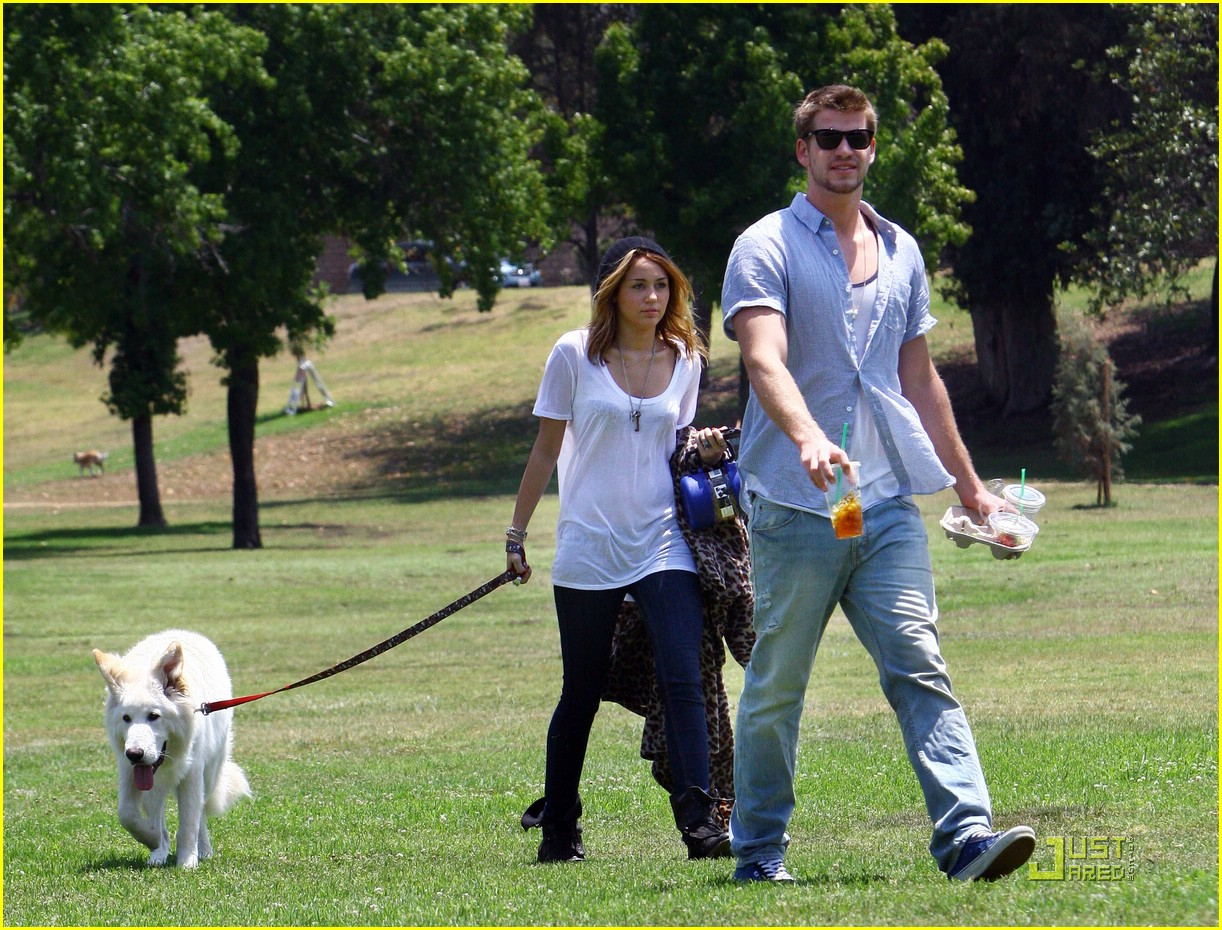 miley cyrus liam hemsworth togos 16