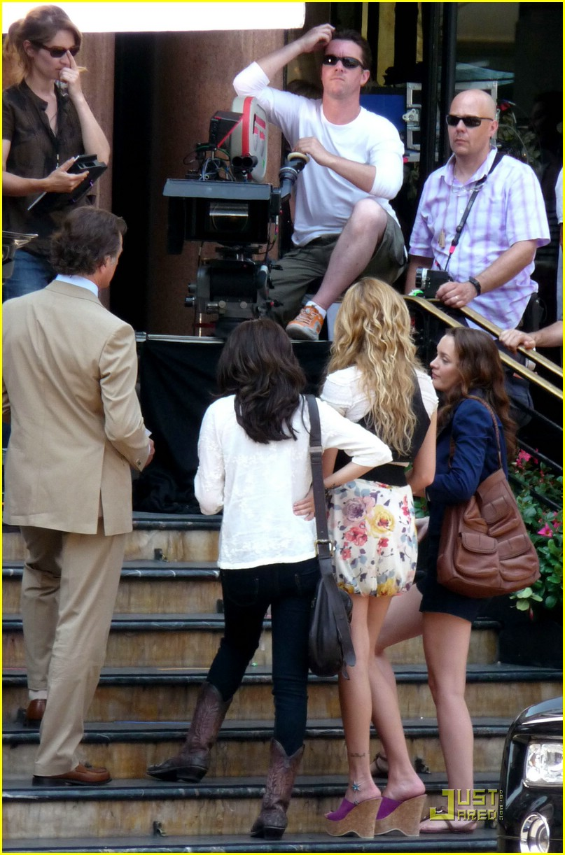selena gomez amp leighton meester high five friends photo