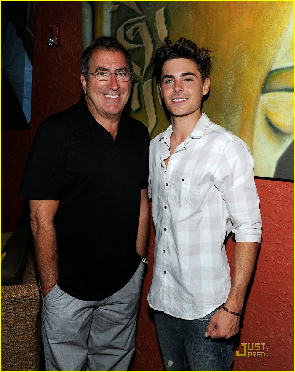 zac efron kenny ortega maui men 03