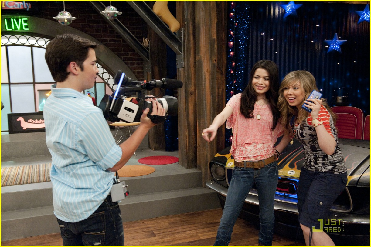 miranda cosgrove icarly hot room 01