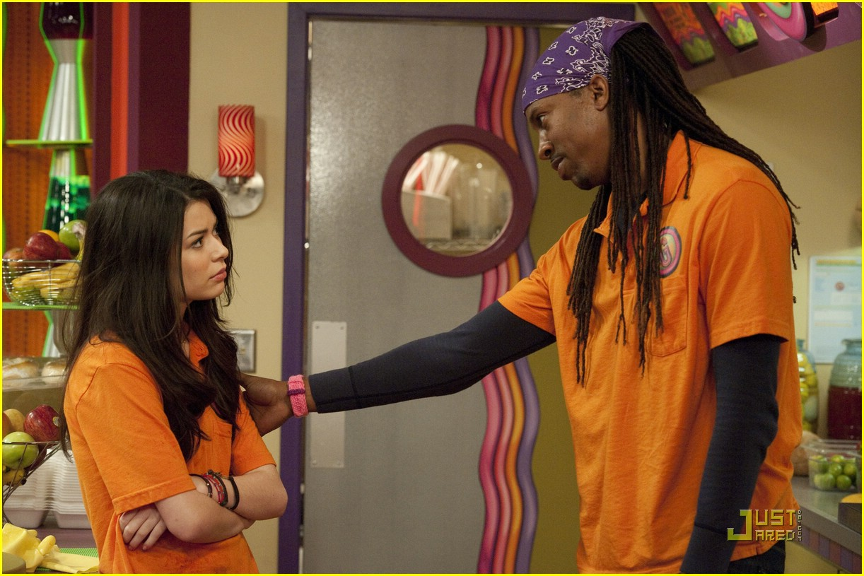 miranda cosgrove icarly hot room 12