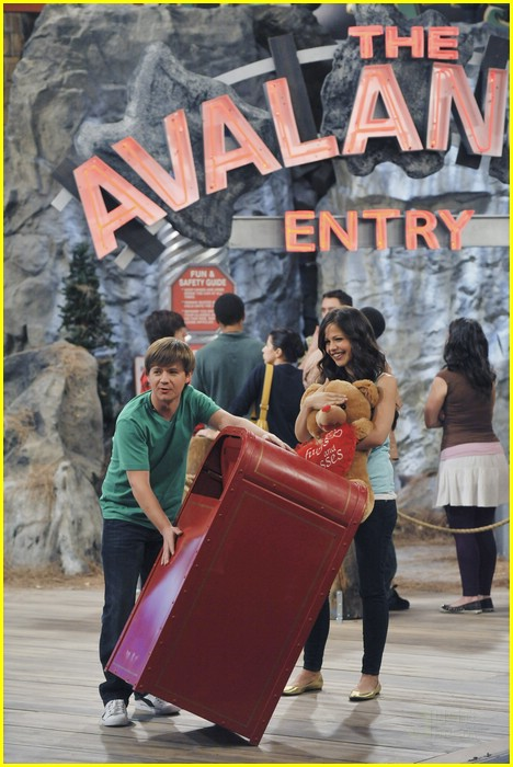 jason earles tammin sursok pizza 06
