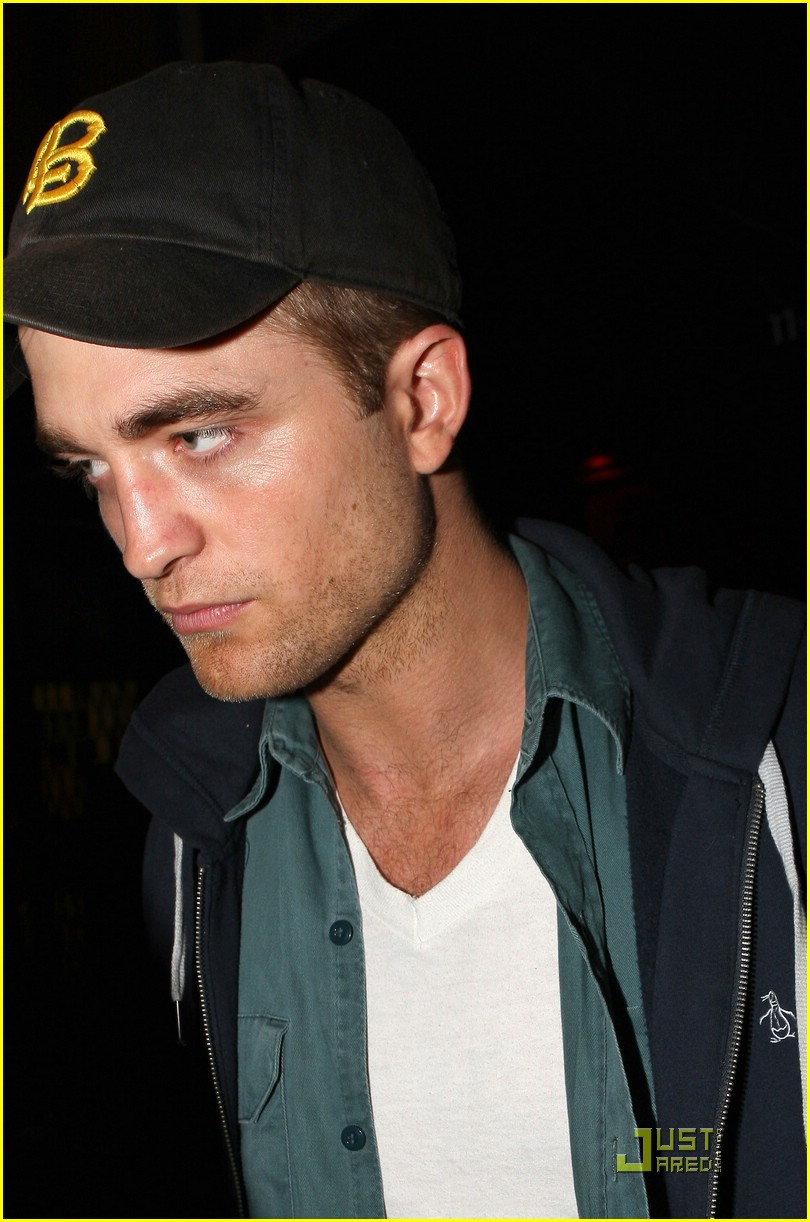 robert pattinson kristen stewart hotel cafe 06