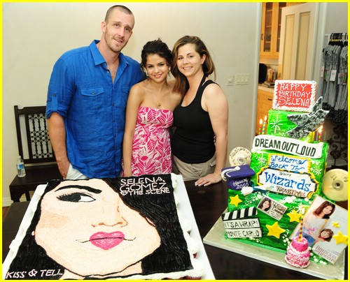 selena gomez cake convention 03