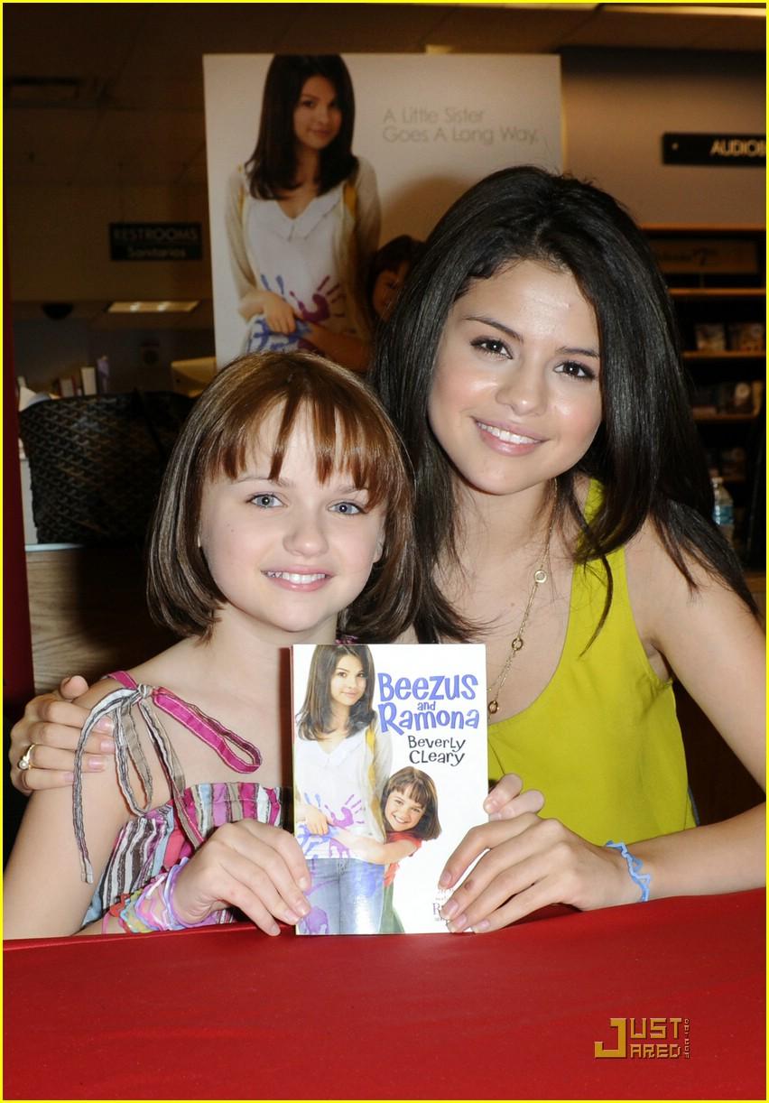 Selena Gomez & Joey King: Borders BFFs | Photo 378259 ...
