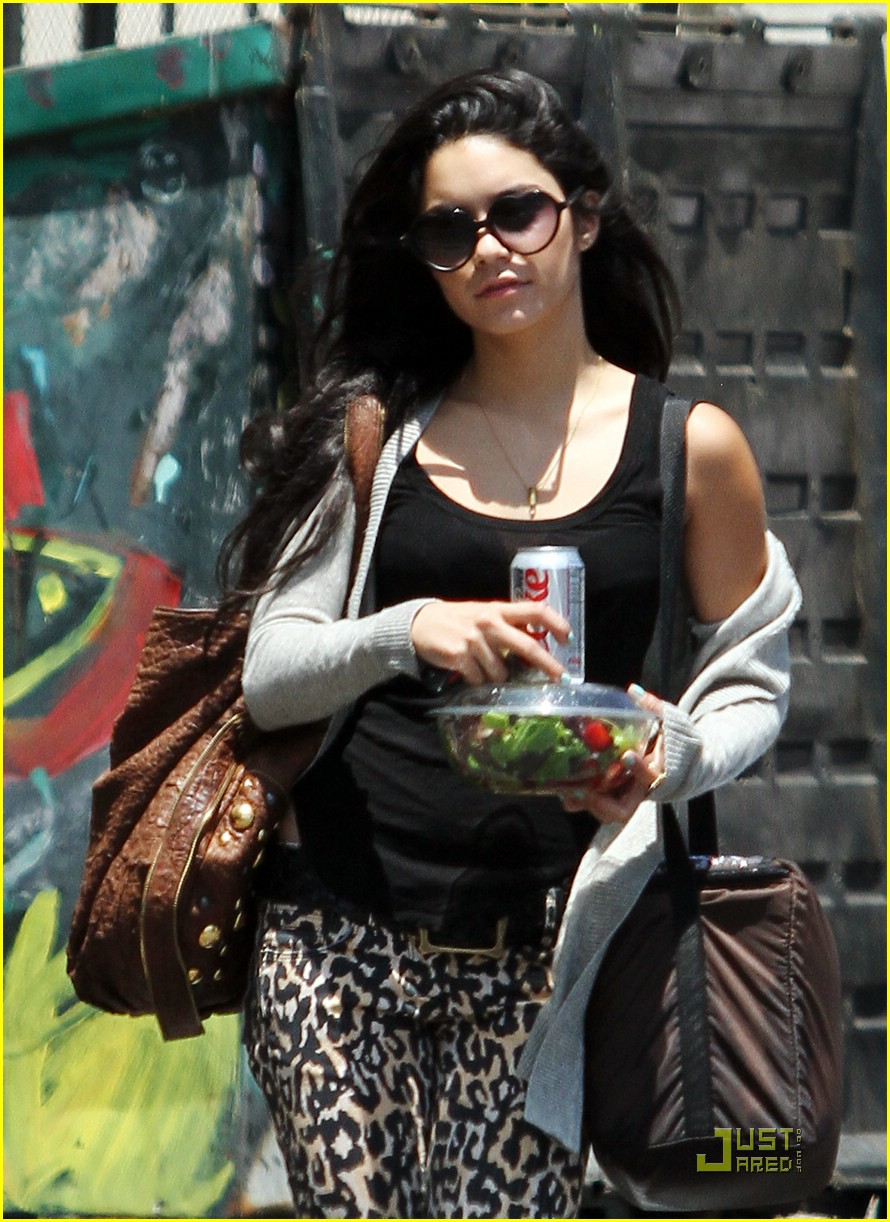zac efron vanessa hudgens lunch 02
