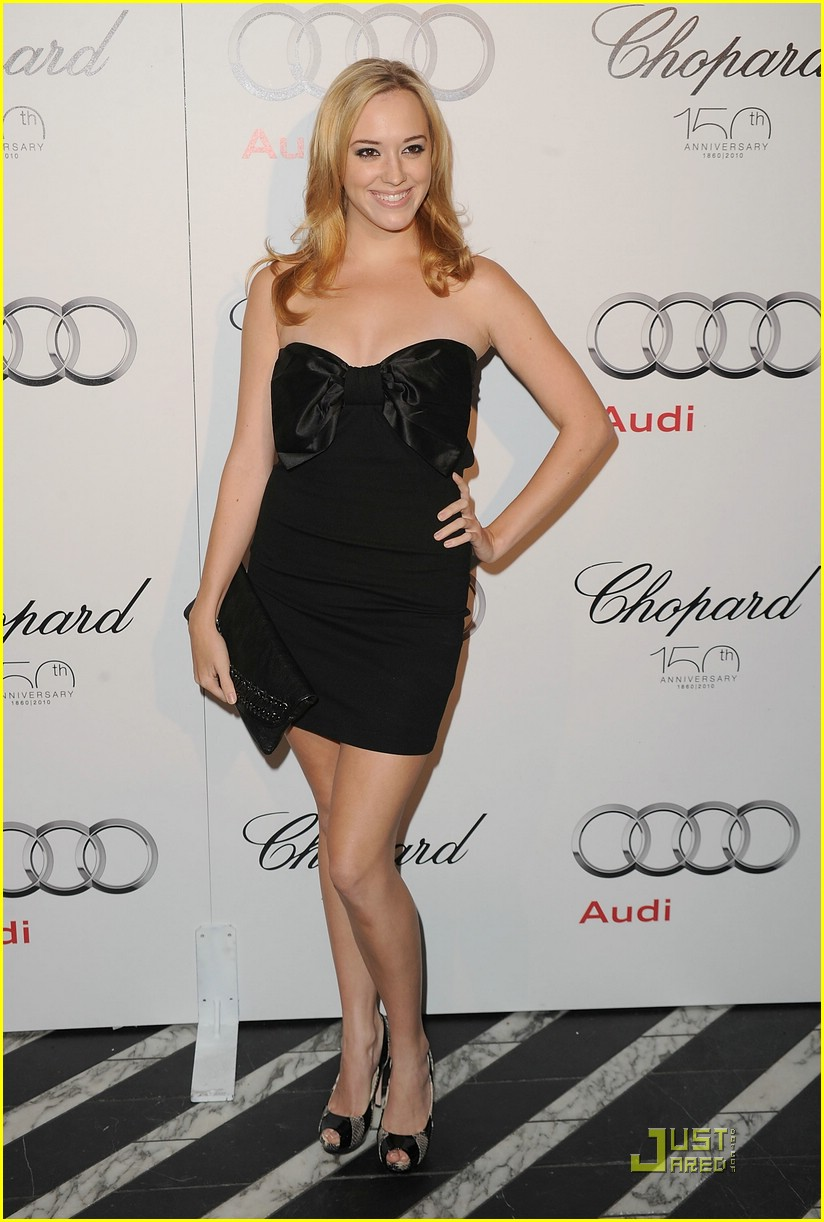 andrea bowen after fall premiere 05