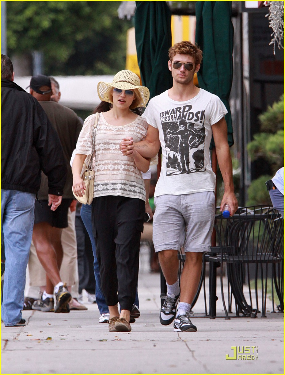 dianna agron alex pettyfer skittles 08