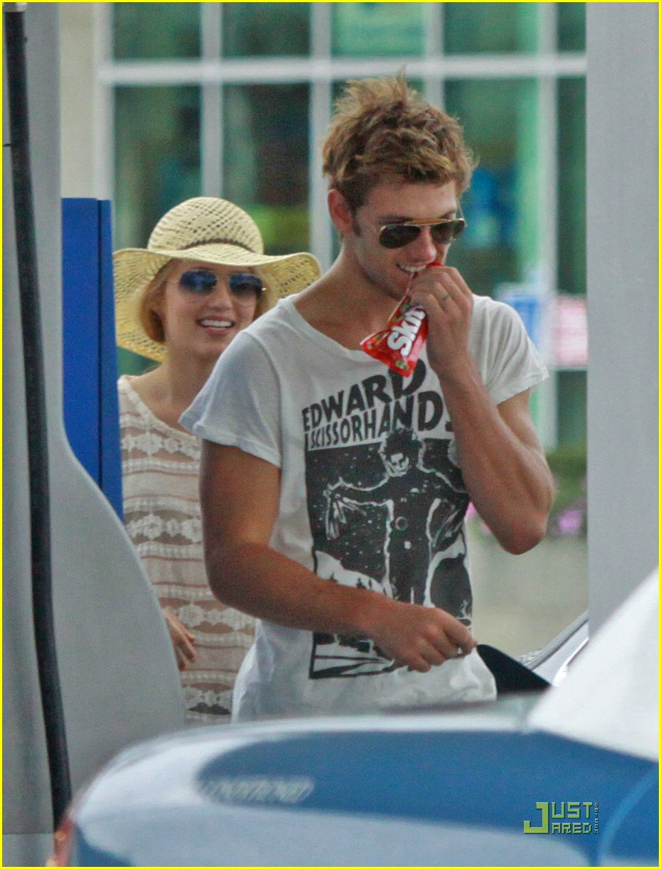 Dianna Agron & Alex Pettyfer: Skittles Sweethearts | Photo ...
