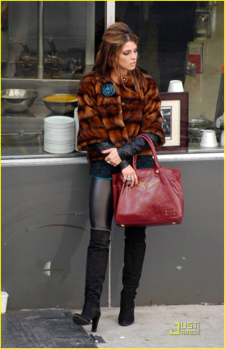 ashley greene lol set pics 04