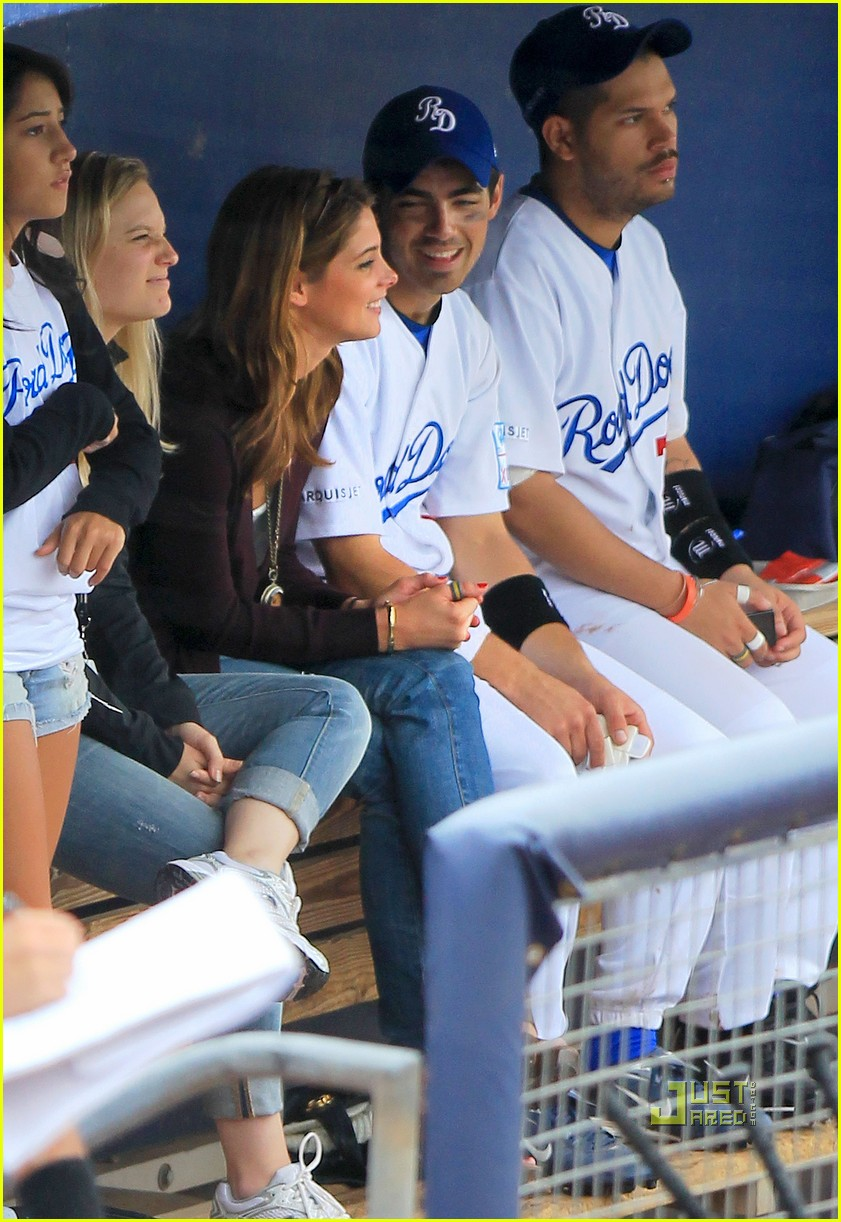 joe jonas ashley greene dugout 02