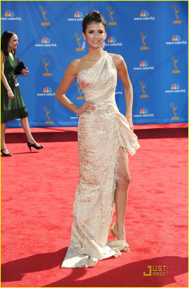 nina dobrev 2010 emmys 09