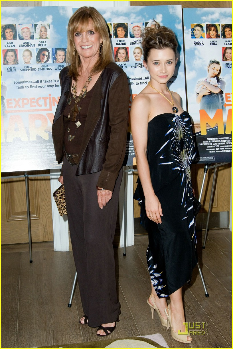 olesya rulin expecting mary 03