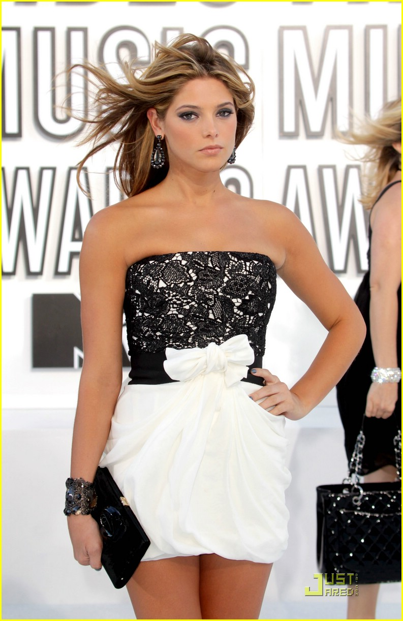 ashley greene 2010 vmas 01