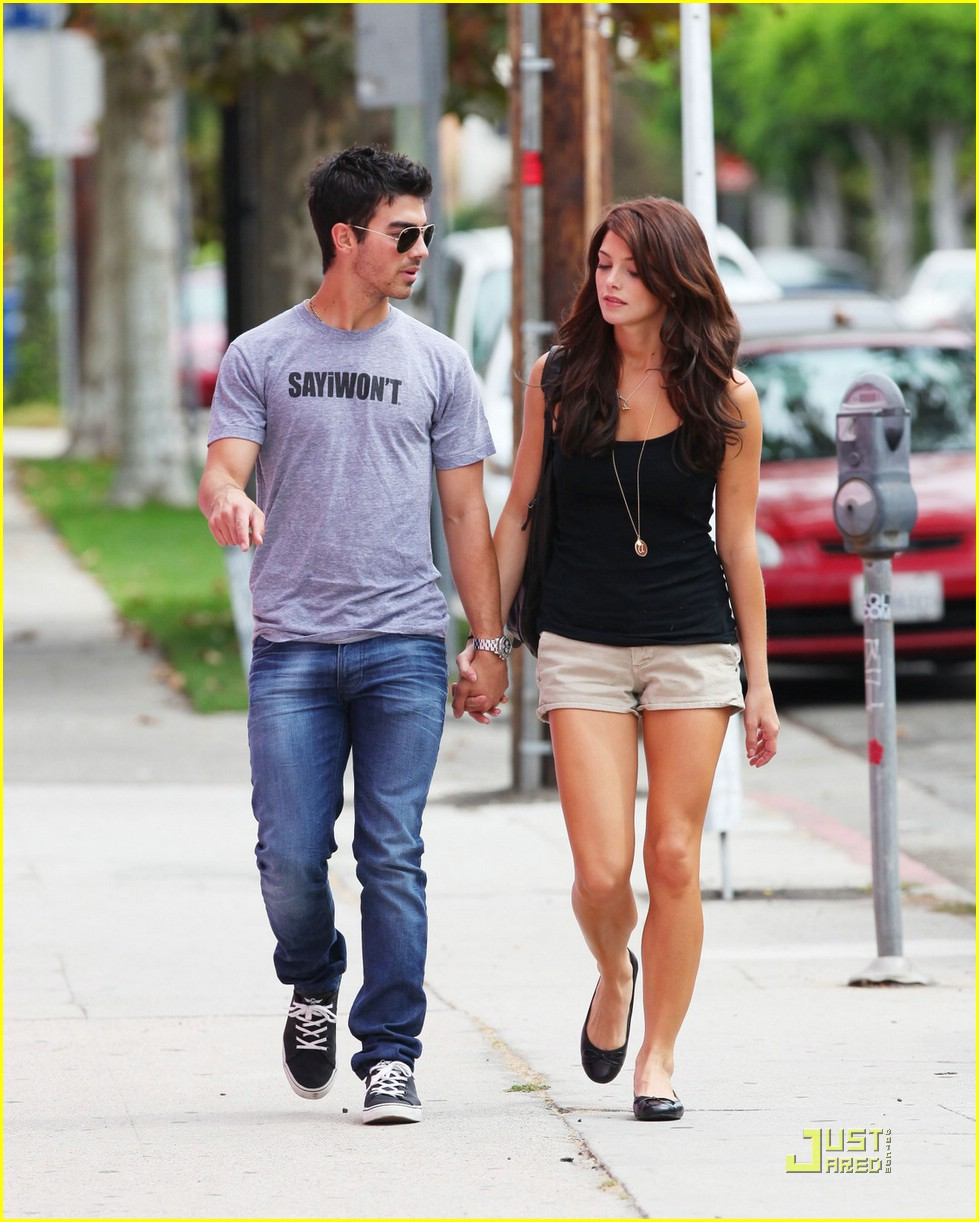 joe jonas ashley greene frankie bday 11
