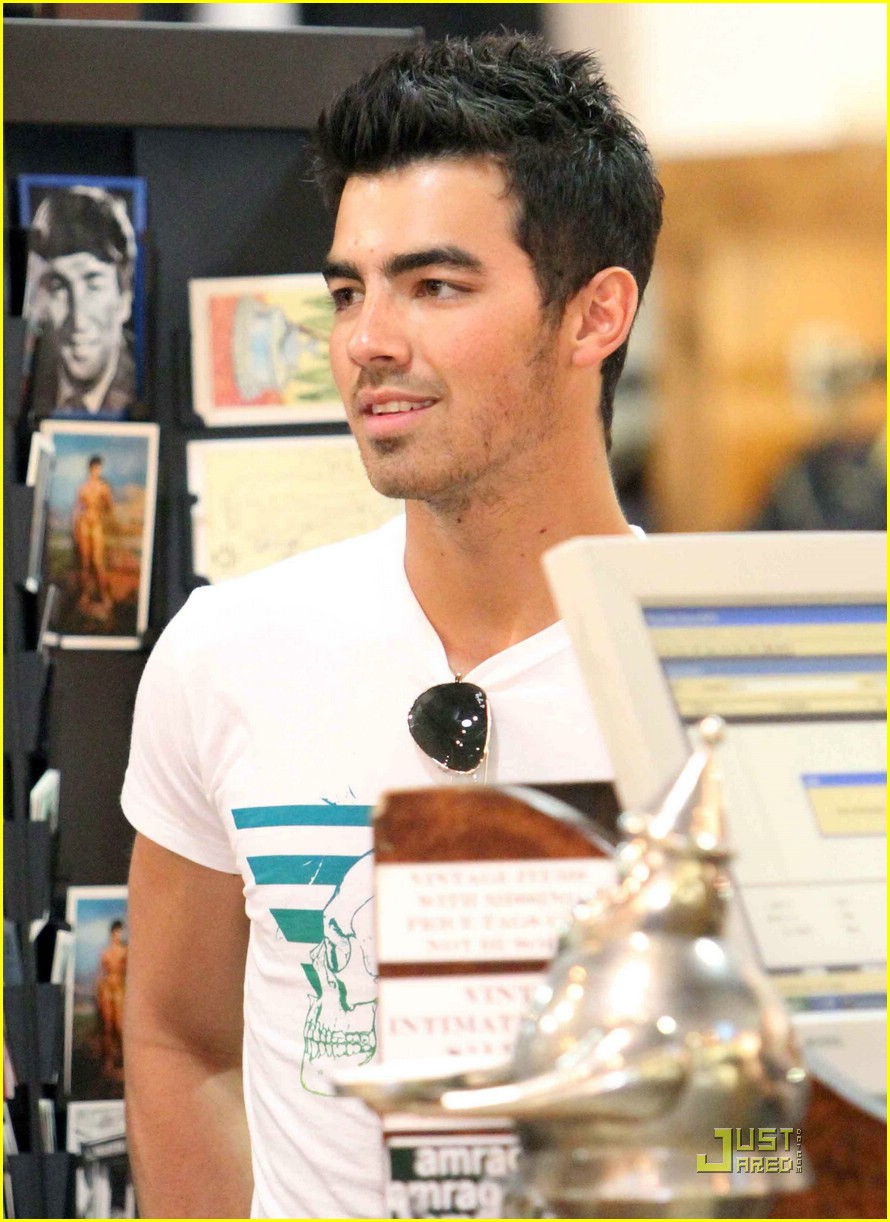 joe jonas american rag 12