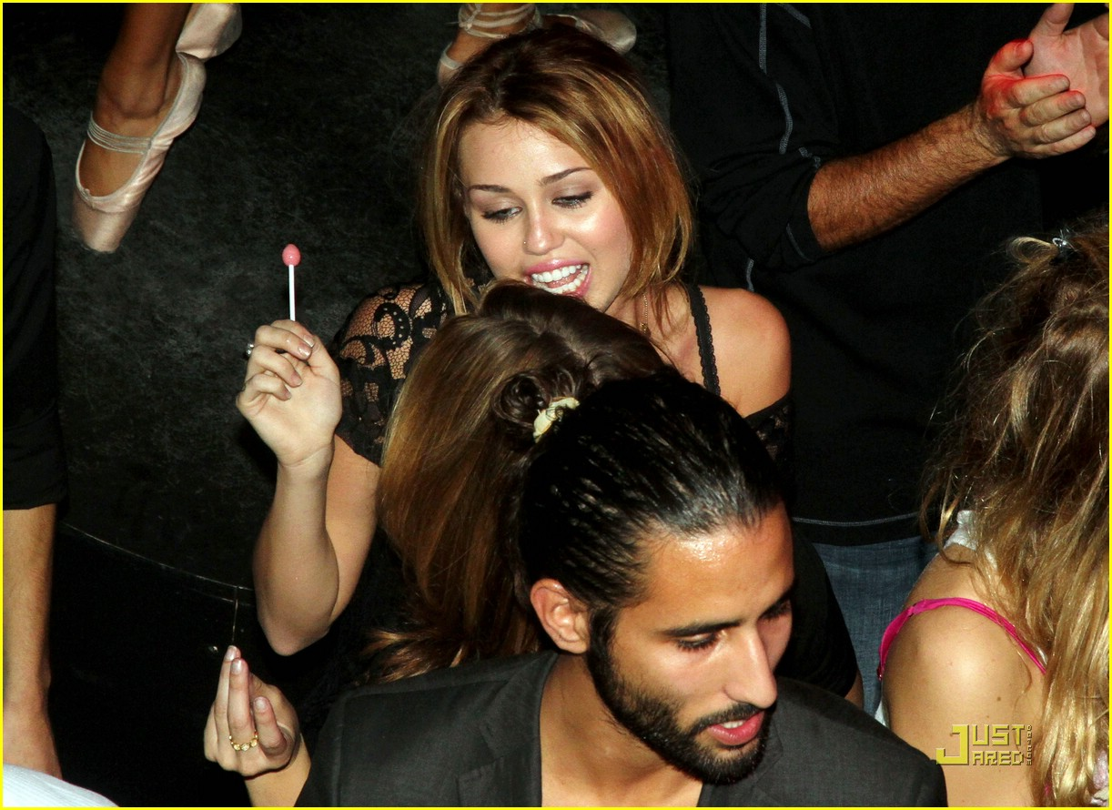 miley cyrus paris party ashley greene 07