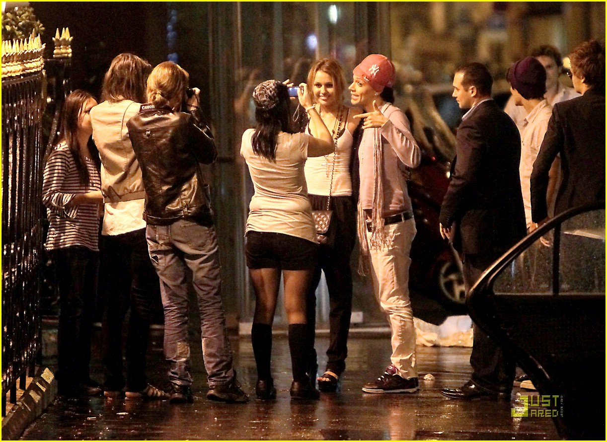 miley cyrus wrap party paris 01