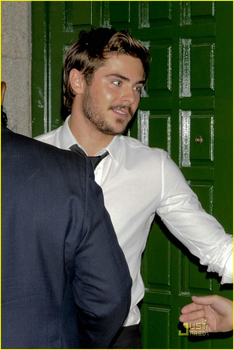 zac efron dinner premiere germany 04