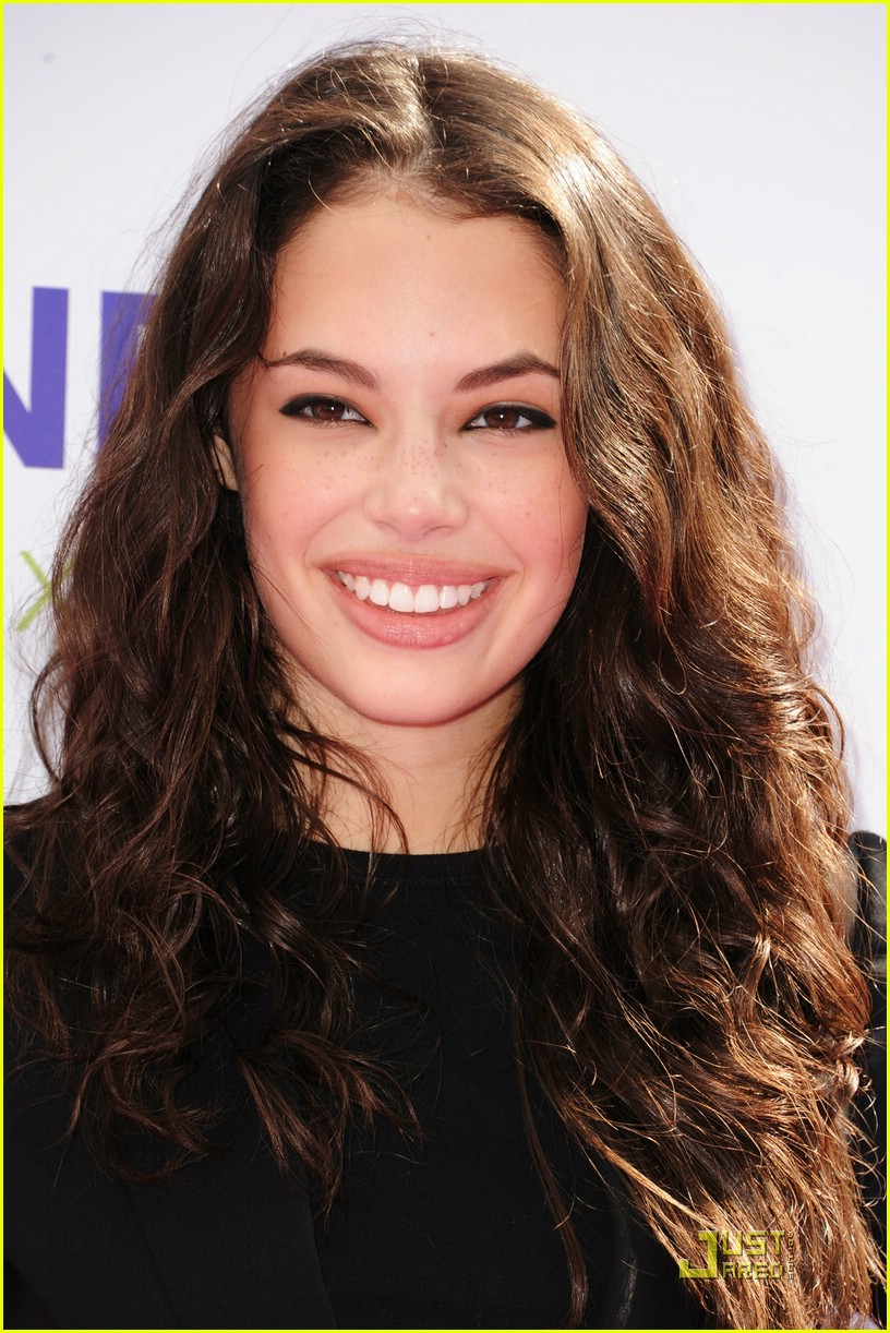 chloe bridges power youth 01