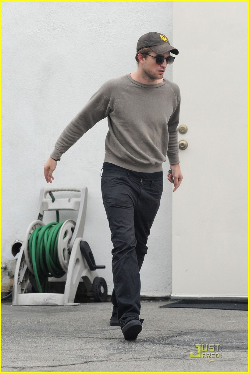 robert pattinson grey sweater 04