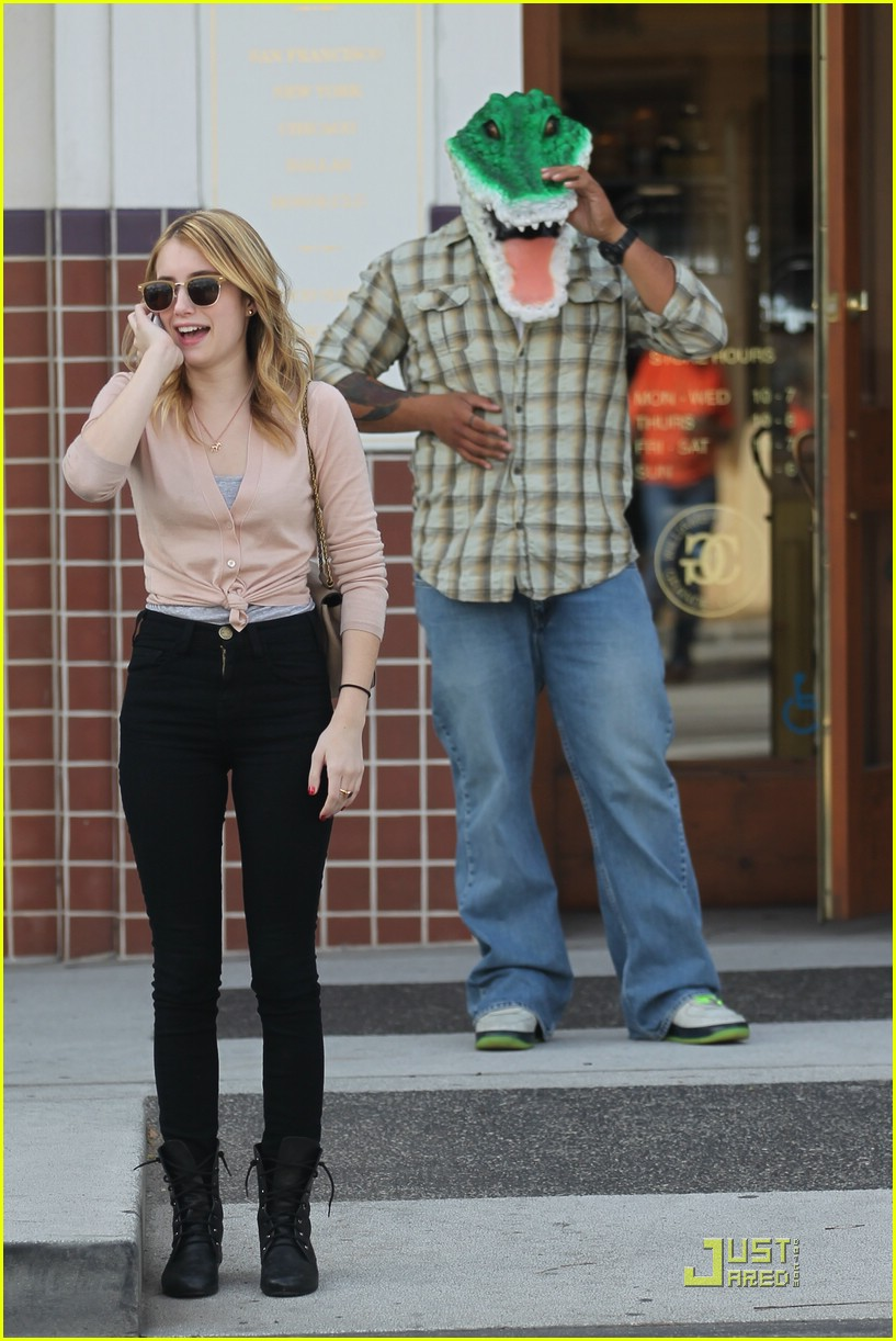 emma roberts shop croc 03