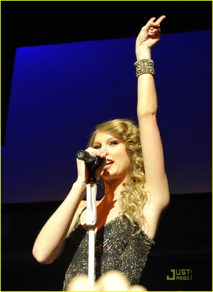 taylor swift salle showcase 01