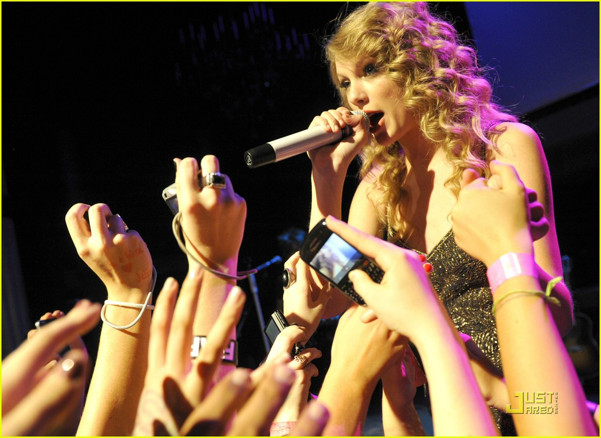 taylor swift salle showcase 04