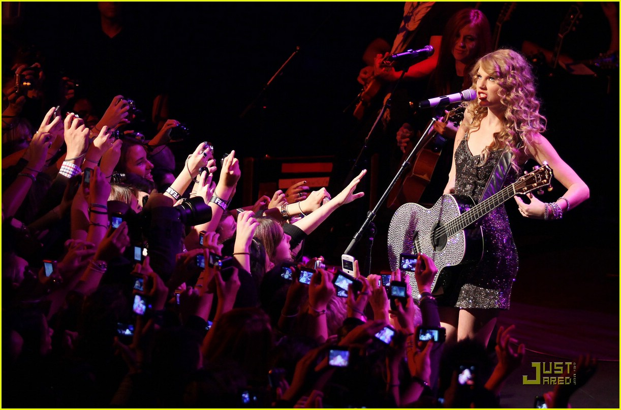 taylor swift salle showcase 11
