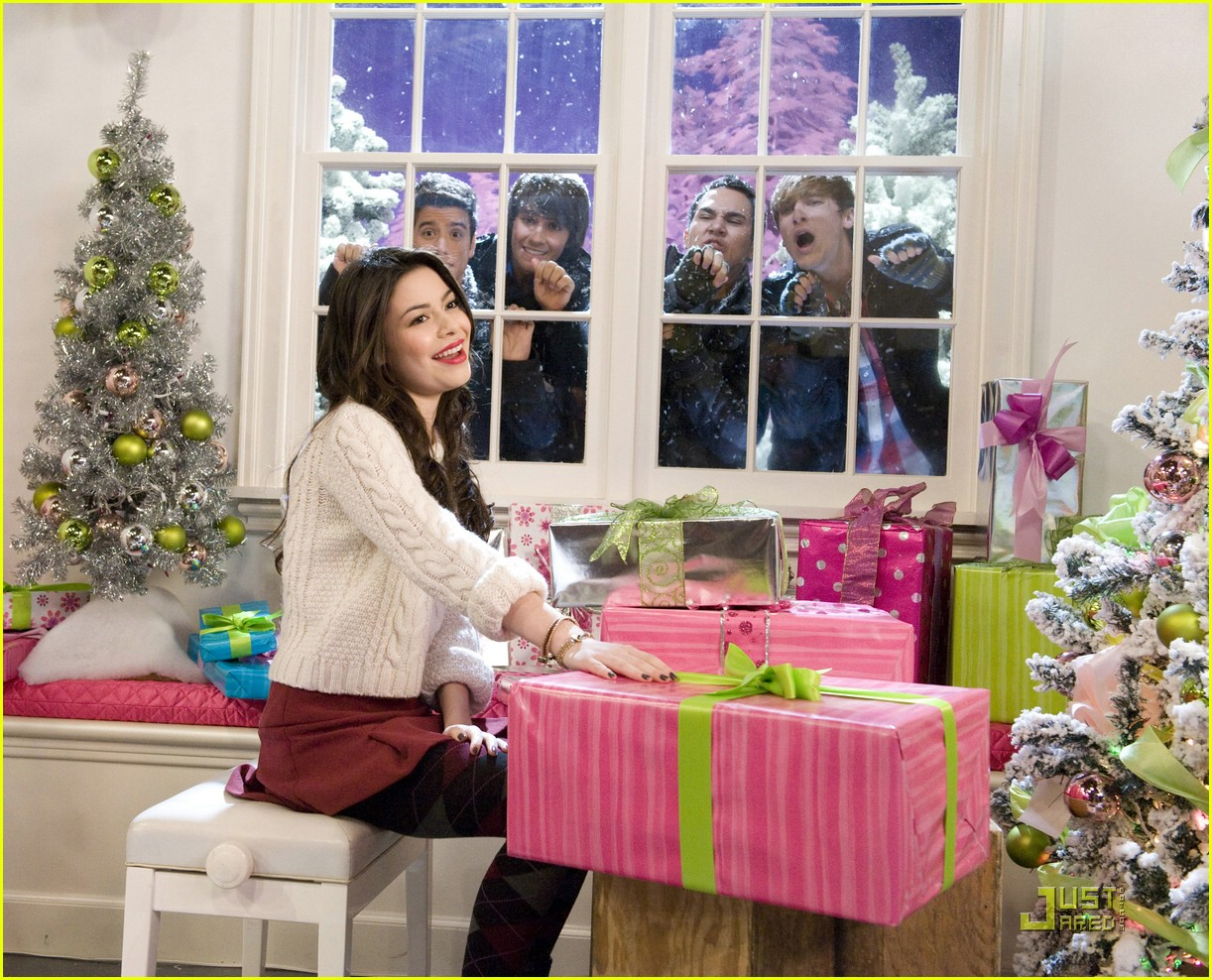 miranda cosgrove big time rush christmas 02