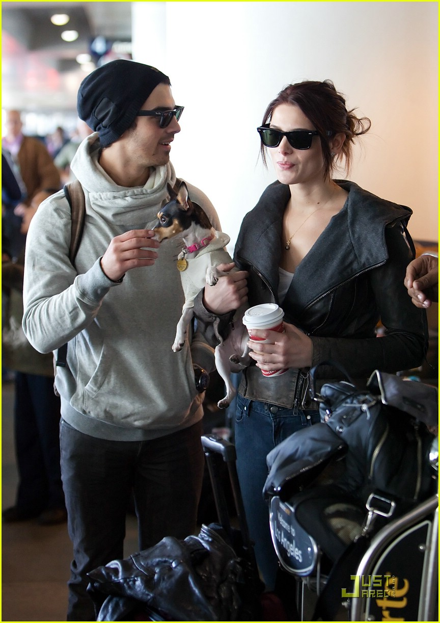 ashley greene joe jonas lax 01