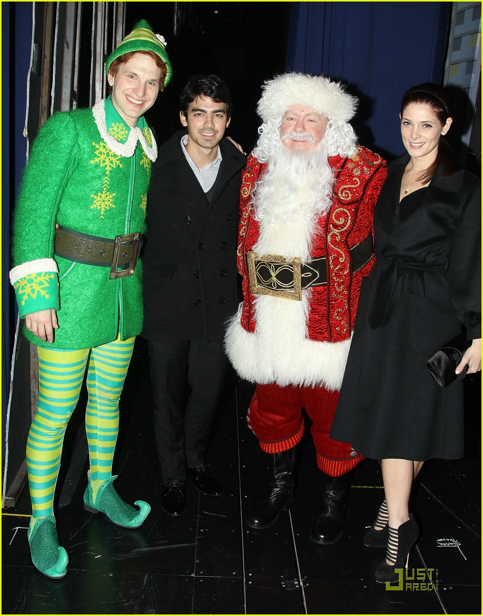joe jonas ashley greene elf 01