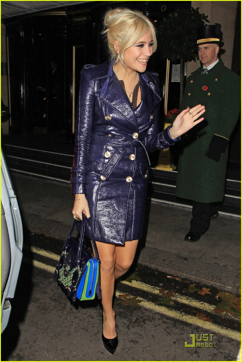pixie lott donatella versace dinner 01