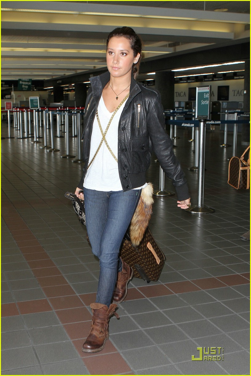 ashley tisdale lax to vancouver 02