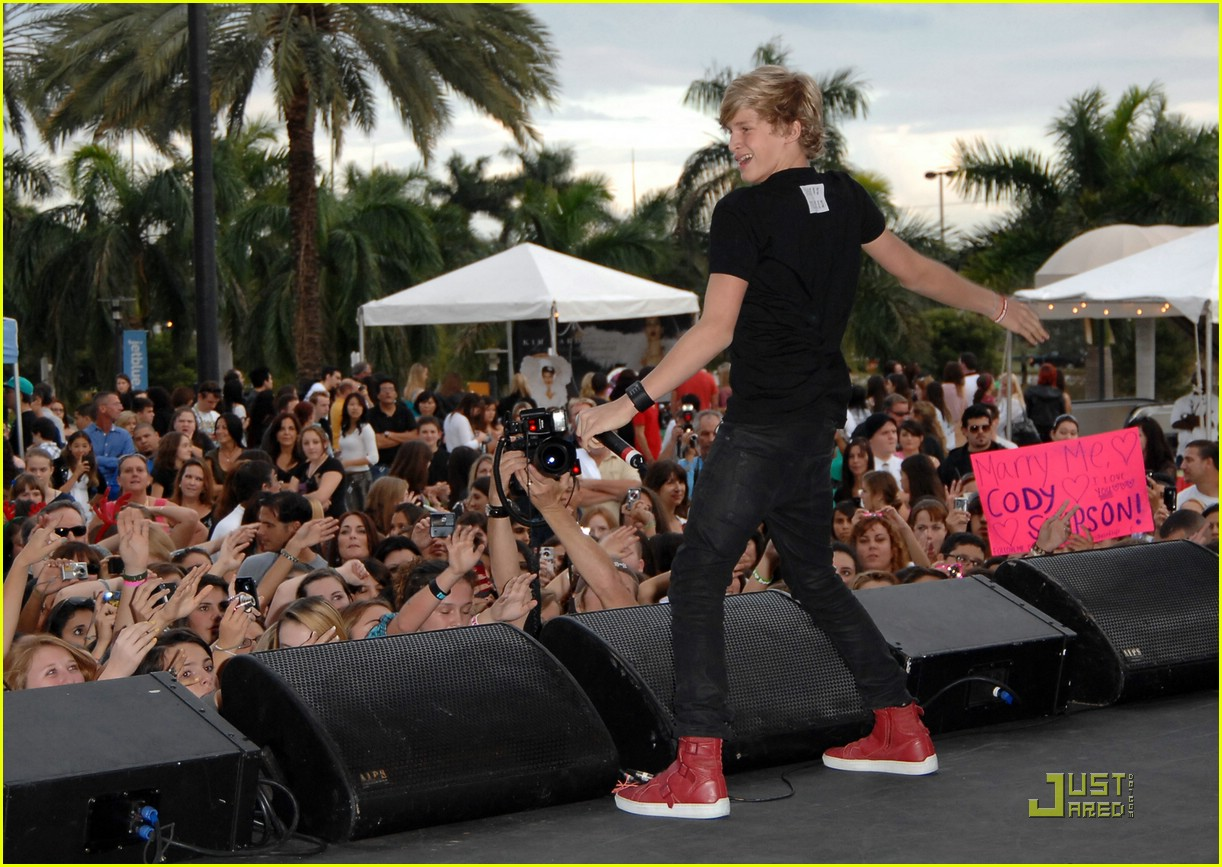 cody simpson jingle ball y100 08