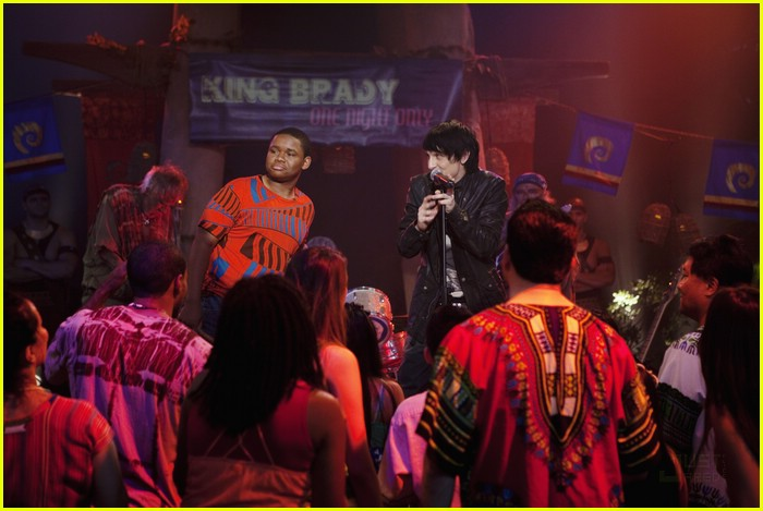 mitchel musso sings pair kings 01