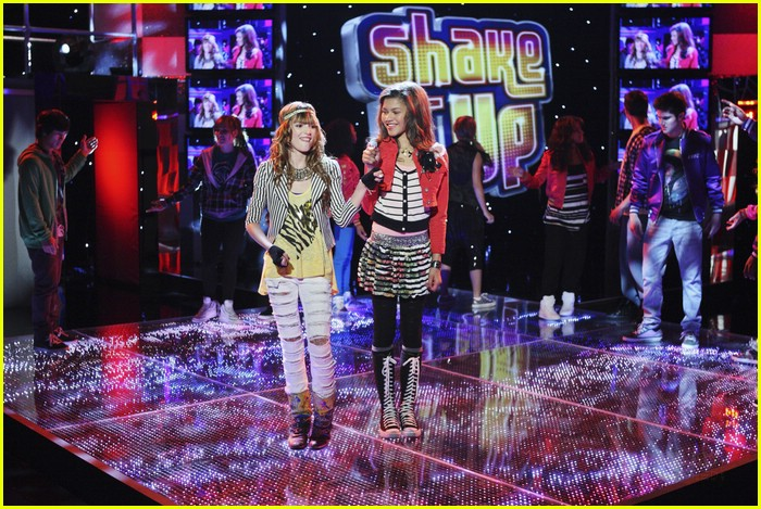 bella thorne zendaya hook up 07