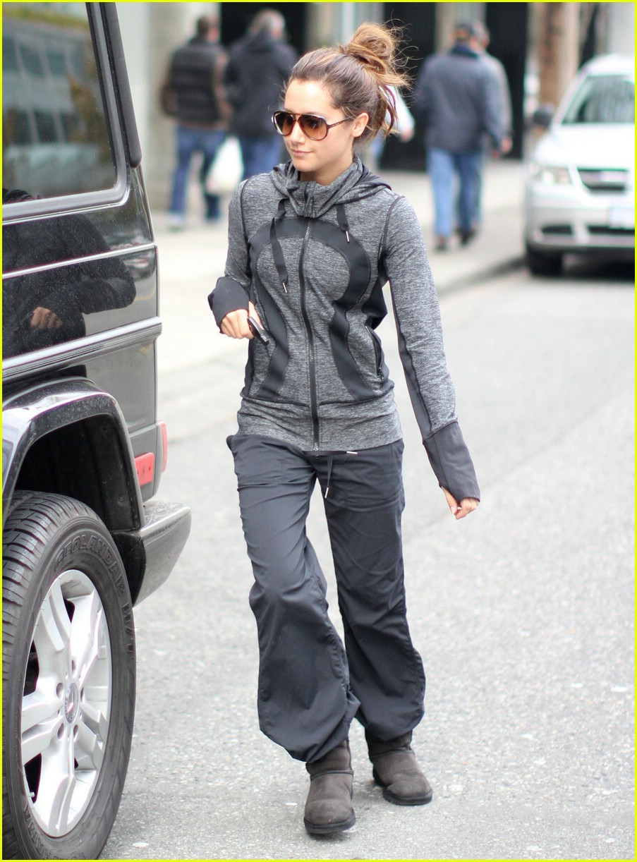 ashley tisdale security gym 04