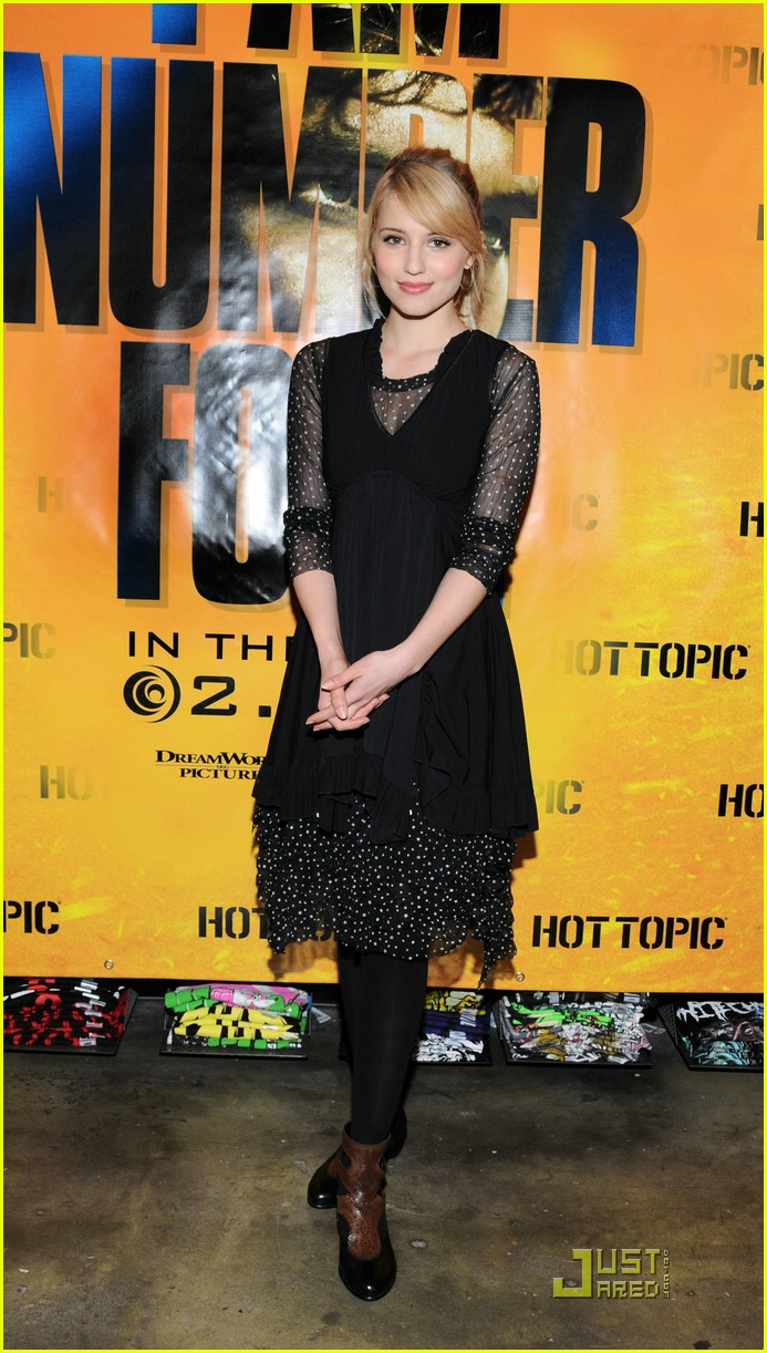 alex pettyfer dianna agron hot topic 01