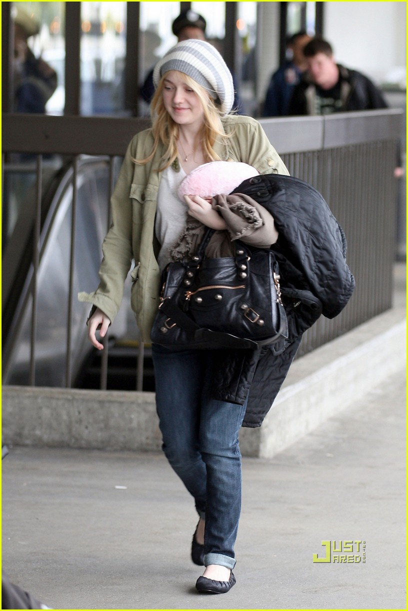 dakota fanning off to louisiana 01