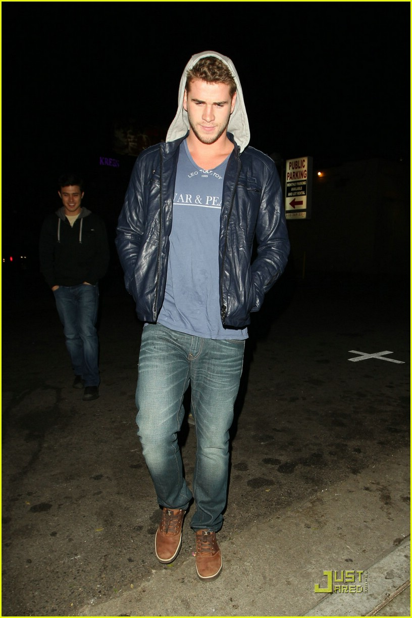 liam hemsworth eden nightclub 06