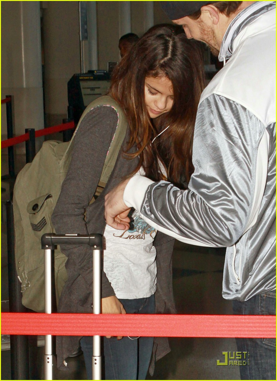 selena gomez lax liftoff 08