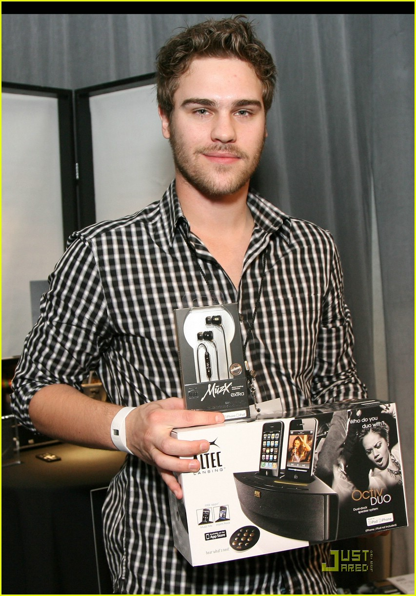 shailene woodley grey damon stuff you must 13