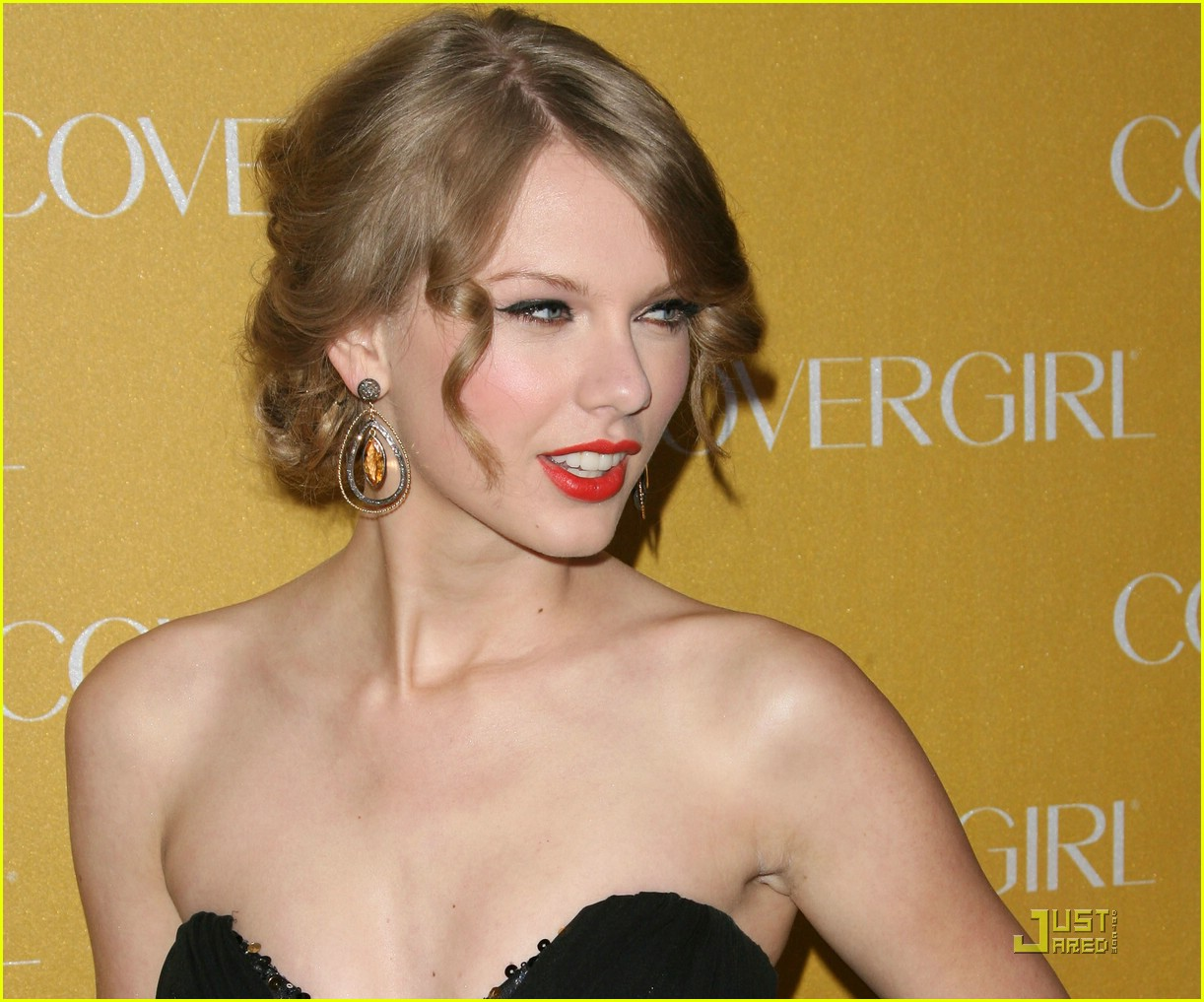 taylor swift covergirl anniversary 22