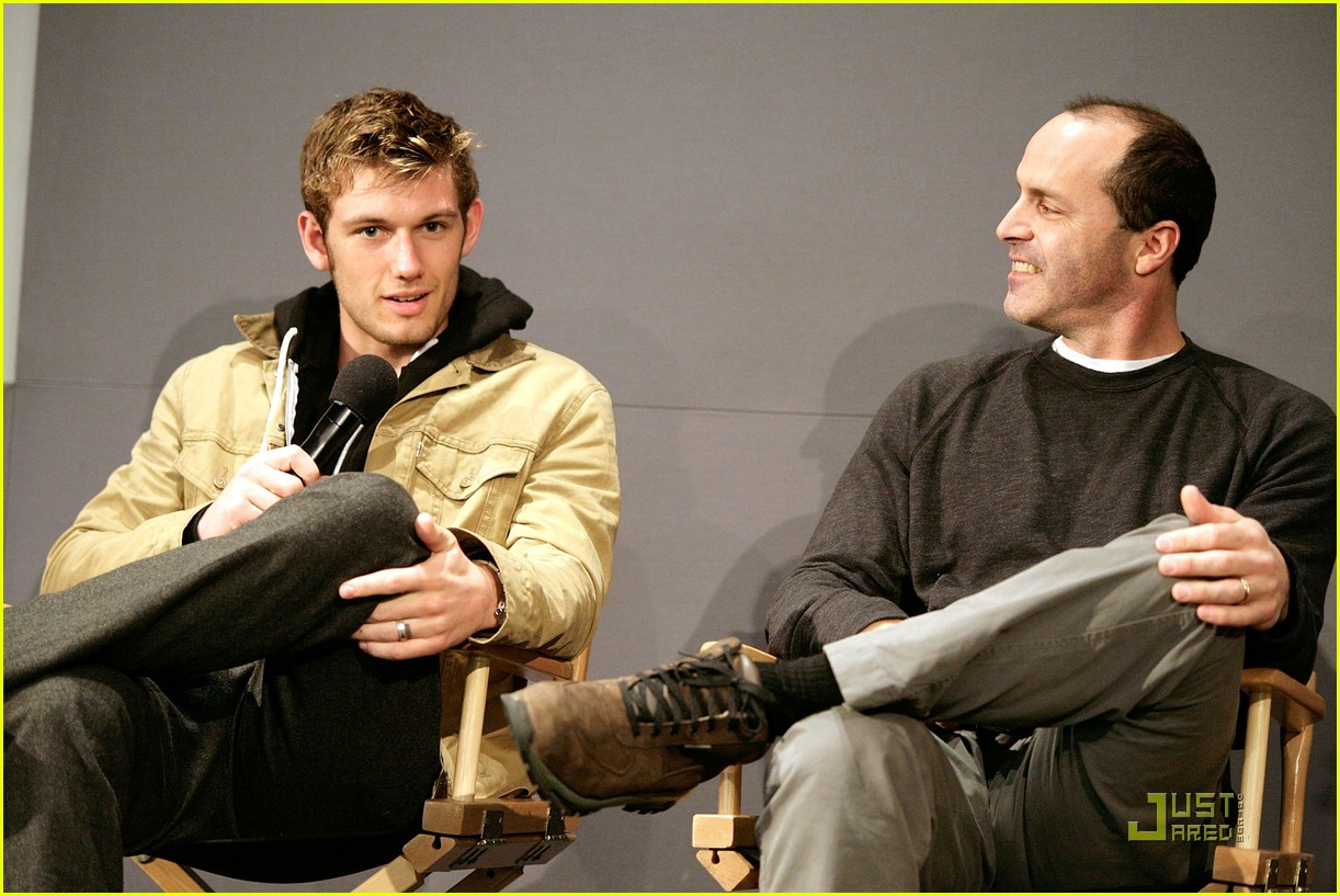alex pettyfer apple store 08