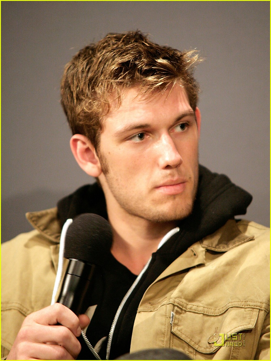 Alex Pettyfer: 'The Seventh Son' Star | Photo 403091 ...