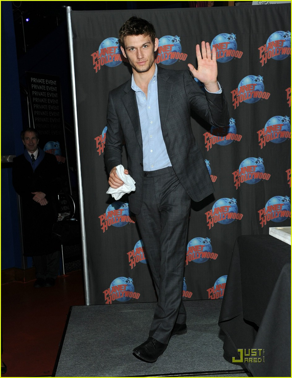 alex pettyfer hollywood handprint 03