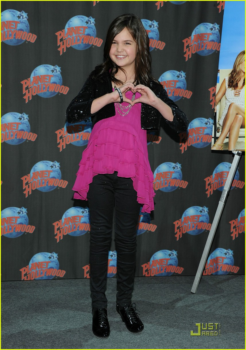 bailee madison planet hollywood 04